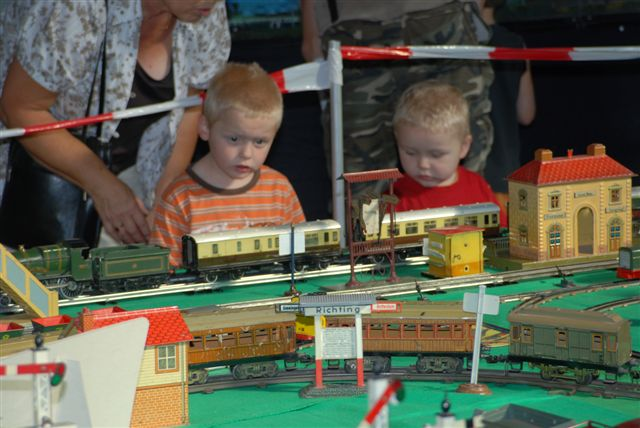 Young vistors with Hornby